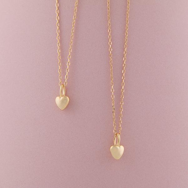 4849b4c41e1 Smuk enkel hjerte halskæde. Find flere udgaver i webshoppen.